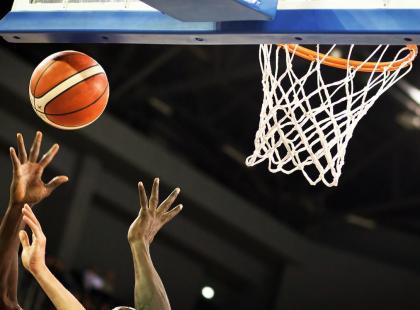 Jakie zasady obowiązują w grze w koszykówkę? Sprawdź!