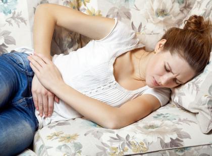Jakim chorobom towarzyszą skurczowe bóle brzucha?