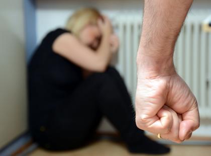 Jednorazowe pobicie to nie przemoc domowa? Nowy projekt ustawy budzi kontrowersje