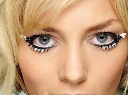 Jesienne trendy z wybiegów - makijaż i fryzury na jesień 2009