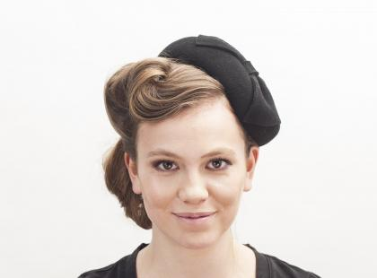 Jesienne upięcia pod kapelusze - Upięcie retro pod toczek