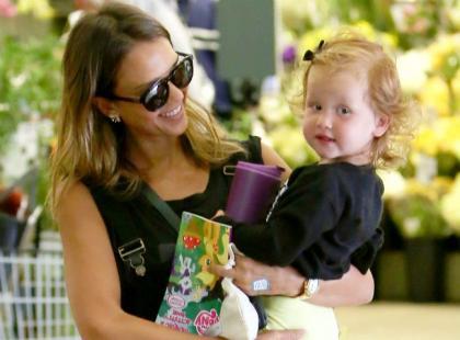 Jessica Alba zabrała śliczną córeczkę na zakupy
