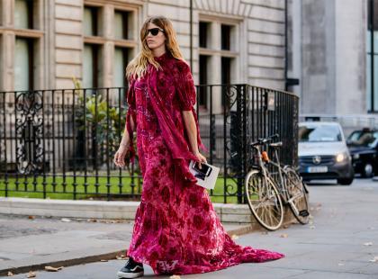 Jest elegancka i stylowa! Sukienka maxi to rzecz, którą musisz mieć