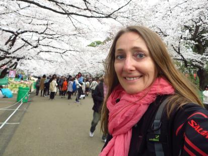 Jest takie miejsce, nad którym raz w roku całe niebo spowija się białymi kwiatami. Była tam Beata Pawlikowska!