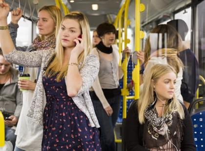 Jeździsz czasem komunikacją miejską? Jeśli tak, to pewnie ciebie też wkurzają te zachowania innych pasażerów!