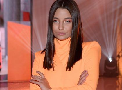 """Julia Wieniawa założyła cienki sweter bez stanika. """"Zbyt odważne to i niesmaczne"""""""