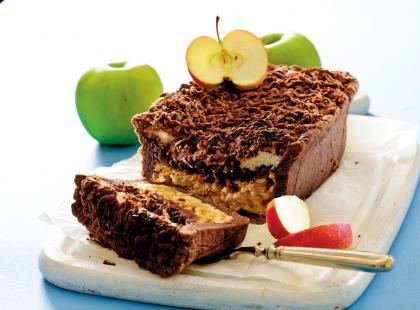 Kakaowe ciasto z jabłkami i bezą