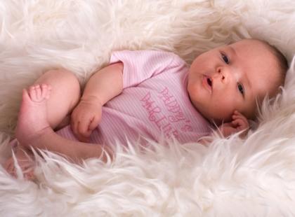 Kalendarz rozwoju dziecka w okresie niemowlęcym - miesiąc po miesiącu