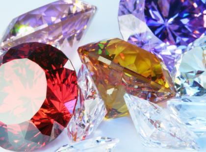 Kamienie urodzinowe – lipiec i sierpień