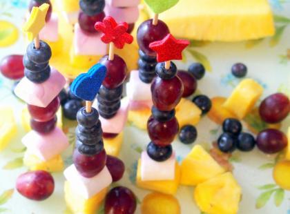 Kasia gotuje z Polki.pl - Koreczki owocowe na słodko