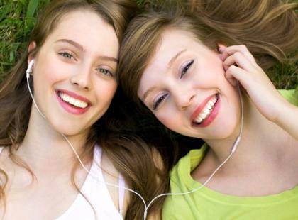 Kiedy i dlaczego traktujemy nastolatki jak dzieci?