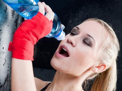 Kiedy warto sięgać po napoje dla sportowców?