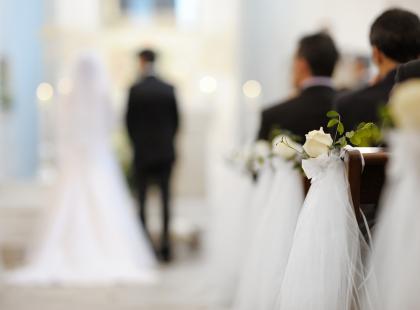 """""""Kiepsko słuchać księdza, który mądrzy się na temat zakładania rodziny"""". Jak naprawdę wyglądają kościelne nauki przedmałżeńskie?"""
