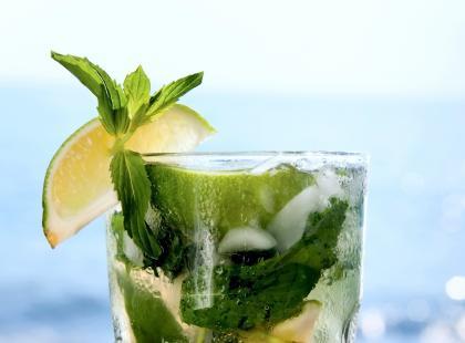 Klasyczne i kolorowe sylwestrowe drinki