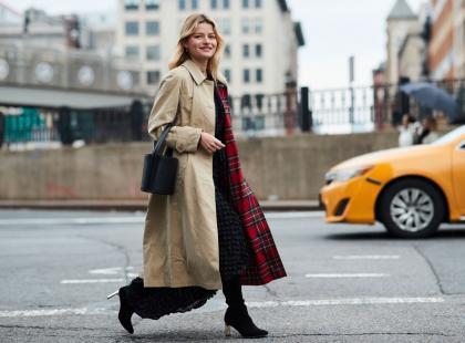 Klasyczny z paskiem w talii lub hitowy oversize - beżowy płaszcz ma różne oblicza! Jaki kupić tej jesieni?