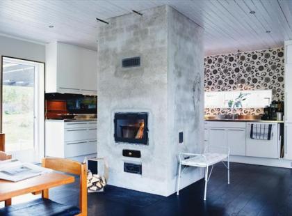 Klimatyczny kominek w kuchni - najnowsze trendy wnętrzarskie