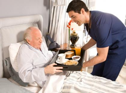 """""""Kłopotliwa"""" opieka nad ludźmi starszymi"""