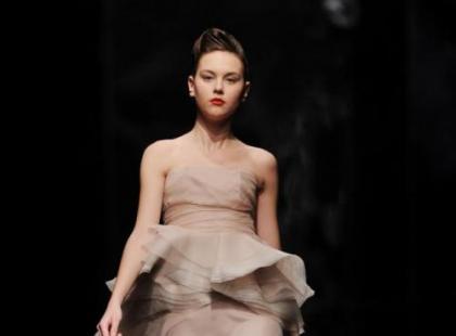 Kobiecość, zmysłowość i nagość - wiosennymi trendami 2011