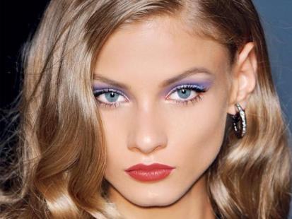 Kobiecy makijaż na karnawał