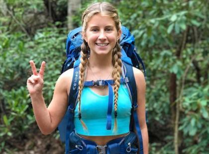 Kobieta, która spędziła pół roku, wędrując po górach, pokazała, jak radzi sobie w dziczy z miesiączką. Zaskoczone?