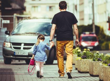 """""""Kochaj mnie tato, a ja dzięki temu będę kochać siebie i świat."""" Co córki chciałyby powiedzieć ojcom?"""