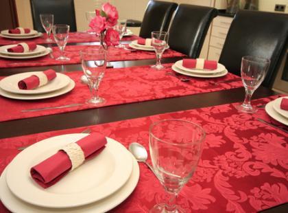 Kolejność potraw i organizacja stołu