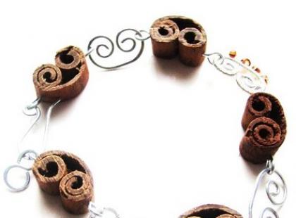 Kolekcja biżuterii Dwukropka