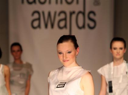"""Kolekcja Elżbiety Trusiewicz """"White tag"""""""