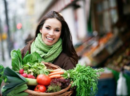 Kolorowa wiosna na talerzu, czy trucizna w zdrowym przebraniu? Wszystko, co chcesz wiedzieć o nowalijkach