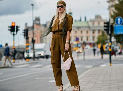 Kombinezon to świetna alternatywa dla sukienki. Jak go nosić?
