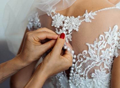 Koronkowa suknia ślubna – dlaczego kochają ją miliony kobiet?