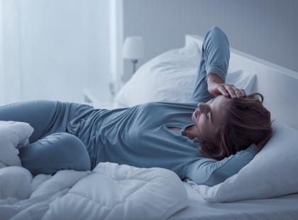 Kręcisz się i mówisz przez sen? To może być wczesny sygnał groźnej choroby…