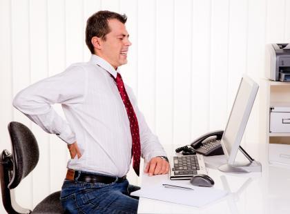 Kręgosłup w pracy przy komputerze - pierwsza pomoc