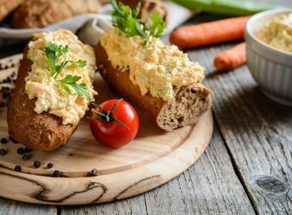 Kremowa i delikatna - sprawdź nasze przepisy na pastę jajeczną