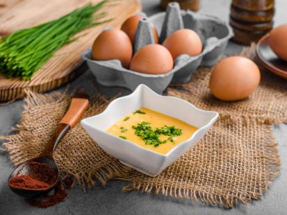 Kremowy sos na bazie jajek - sprawdź przepisy na doskonały sos holenderski