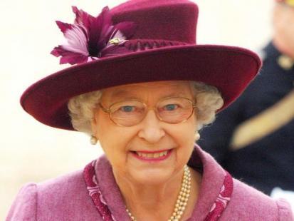 Królowa Elżbieta II zmywa po swoich gościach