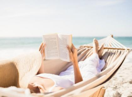 Książki idealne na letnią podróż. Propozycje i kody rabatowe dla moli książkowych.