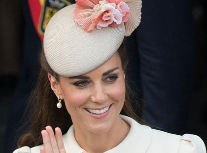 Księżna Kate w zbyt odważnej sukni? Posypały się nieprzychylne komentarze