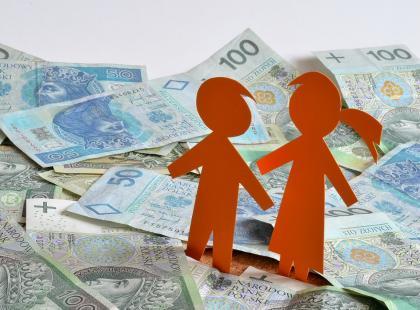 Kto zna lukę w prawie, może pobierać pieniądze na każde dziecko z programu Rodzina 500 plus!