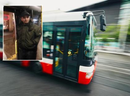 Ktoś podpalił kobiecie włosy w autobusie! Policja pokazuje twarze podejrzanych i prosi o pomoc