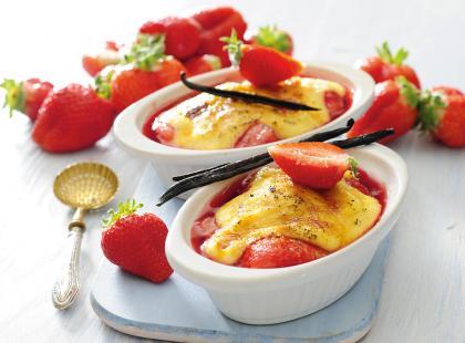 Kukurydziany creme brulee z truskawkami