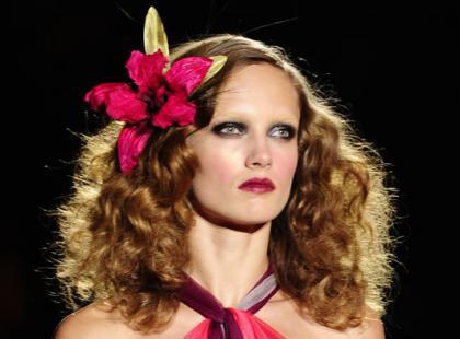 Kwiatowe kuracje dla włosów