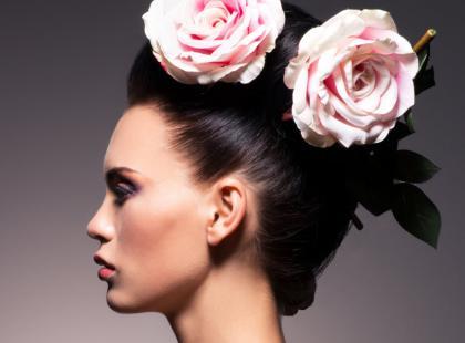 Kwiaty we włosach na ślub - poradnik