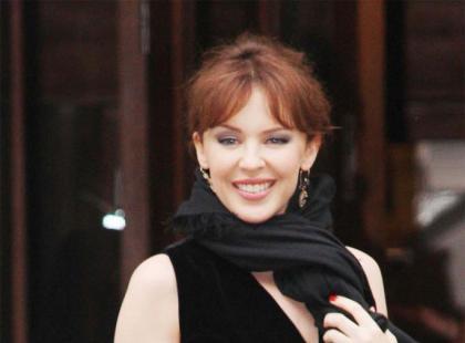Kylie Minogue w ciemnych włosach