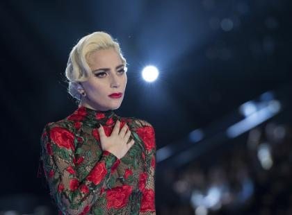 Lady Gaga przerwała koncert, bo zobaczyła, że jej fanka krwawi. Stała się bohaterką sieci