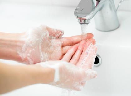 """Lamblioza - jak uniknąć """"choroby brudnych rąk""""?"""