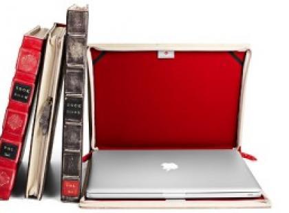 Laptop w futerale z... książki