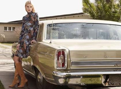 Lata 70. pełną parą, czyli nowa kampania H&M z Larą Stone
