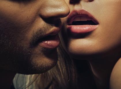 Latem częściej uprawiamy seks. Dlaczego?