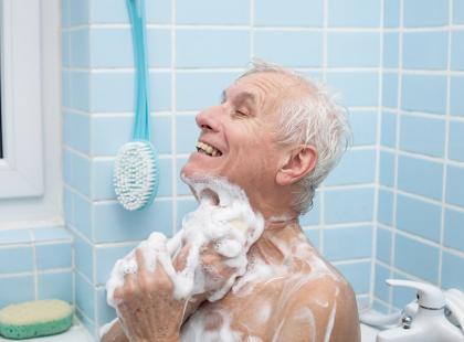 Łazienka bezpieczna dla seniora – jak ją dostosować?
